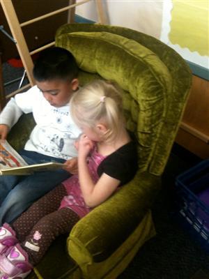 Kindergarteners Reading together